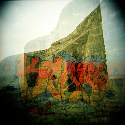 Besprühte Mauer - p5679754 von Christophe Boete
