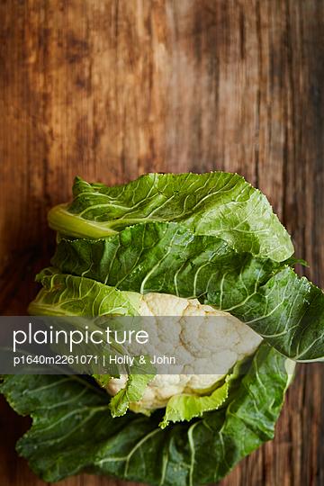Fresh cauliflower - p1640m2261071 by Holly & John