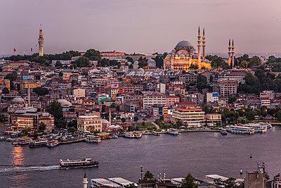 Blick auf Goldenes Horn und Süleymaniye Cami - p253m1066030 von Oscar