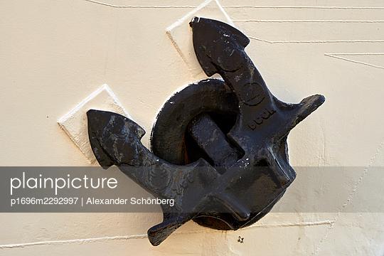 Anchor - p1696m2292997 by Alexander Schönberg