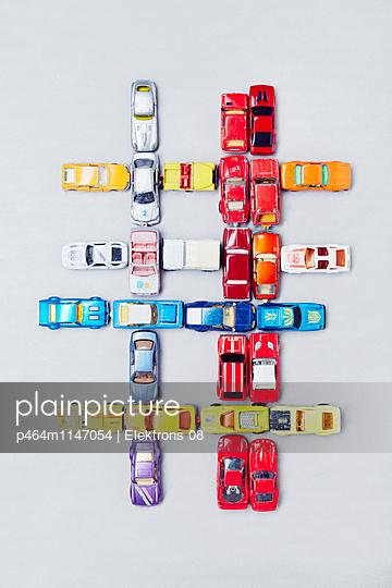 Bunte Autos - p464m1147054 von Elektrons 08