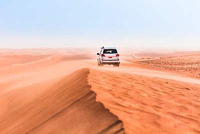 Sultanate Of Oman, Wahiba Sands, Dune bashing in an SUV - p300m2104058 by Valentin Weinhäupl