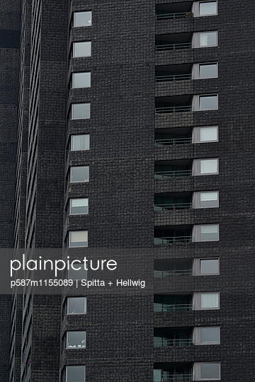 Wohnblock mit Schiefer Fassade - p587m1155089 von Spitta + Hellwig