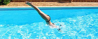 Head dive - p1499m2013704 by Marion Barat
