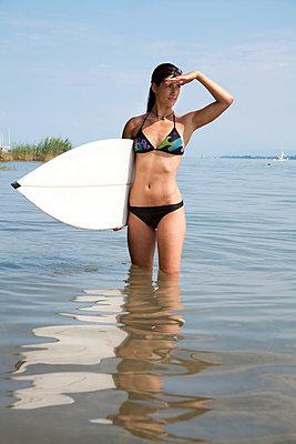Auf die Welle warten - p993m823477 von Sara Foerster