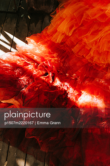 Red ball gown - p1507m2220167 by Emma Grann