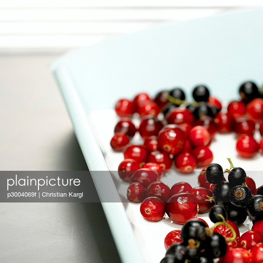 Cranberries on tray, close-up