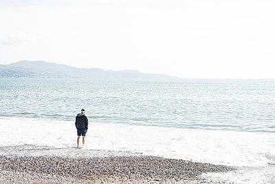 Man on the beach - p1505m2043631 by Jakob Weber