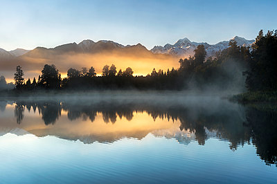 Lake Matheson at sunrise, Otago, South Island, New Zealand - p871m2068542 by Ed Rhodes