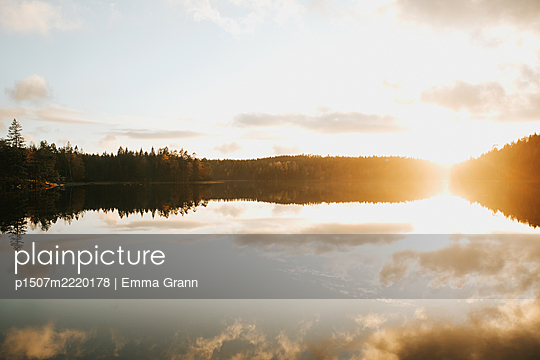 Sunset over lake, Sweden - p1507m2220178 by Emma Grann