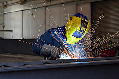 Welder at work in factory - p300m1581301 by lyzs
