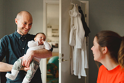 Parents with baby - p312m2139580 by Stina GrŠnfors