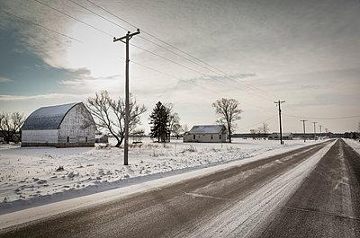 Einsame Farm - p718m1051294 von Arne Landwehr