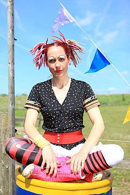 Zirkus-Clownin - p045m1031240 von Jasmin Sander