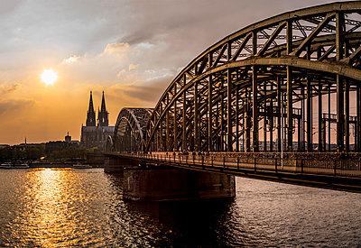 Cologne in the sunset - p401m1362191 by Frank Baquet