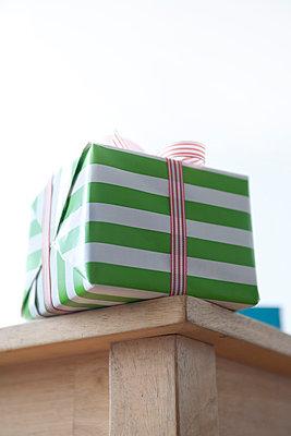 Gestreiftes Geschenk - p4540685 von Lubitz + Dorner