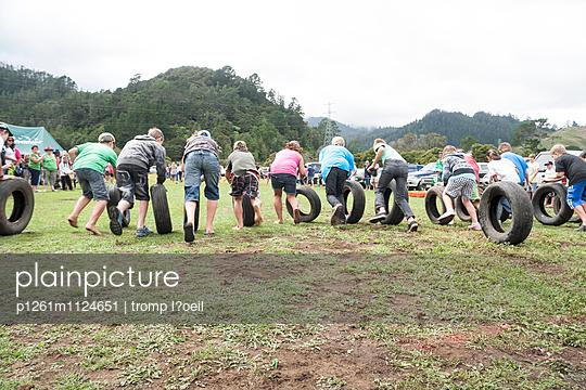 Reifen-Rennen, Waikato - p1261m1124651 von tromp l'oeil