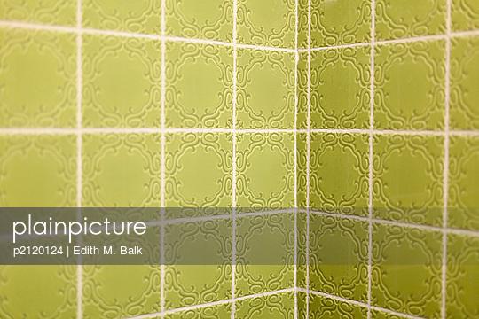 Grün gefliest - p2120124 von Edith M. Balk