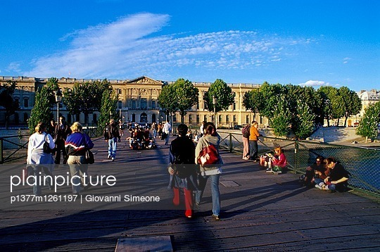 Pont des Arts - p1377m1261197 by Giovanni Simeone
