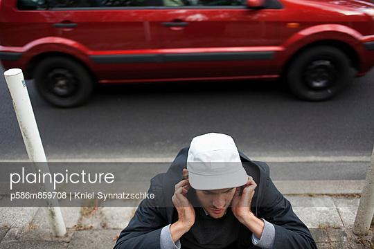 Man annoyed by noise - p586m859708 by Kniel Synnatzschke
