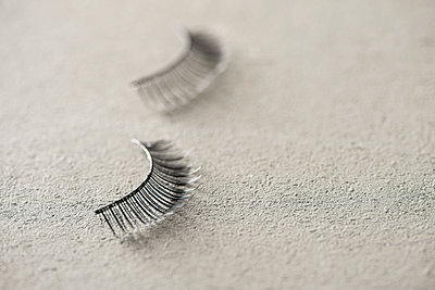 Fake eyelashes - p1423m1558790 by JUAN MOYANO
