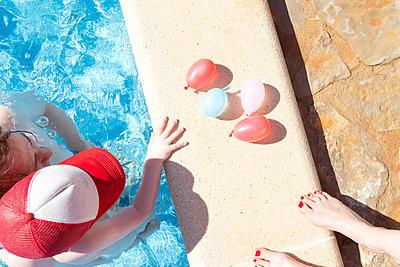 Spaß im Pool - p454m1531882 von Lubitz + Dorner
