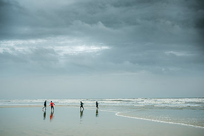 Fishermen on the beach pulling in the dragnet - p1488m2259852 by Sid Miller