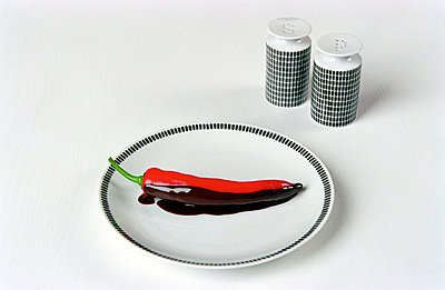 Peperoni in Glasur - p1650089 von Andrea Schoenrock
