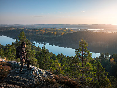 Hiker looking at view - p312m1228921 by Stefan Isaksson