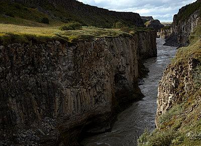 Schlucht des Flusses Hvita im Hochland  - p1314m1189971 von Dominik Reipka