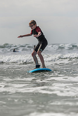 Boy learning surfboarding - p300m981233f by Andreas Pacek