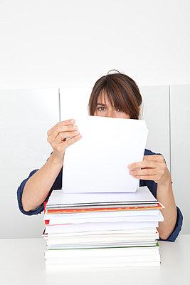 Woman working - p4541012 by Lubitz + Dorner