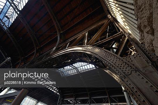 Hamburg Bahnhof - p3228518 von Kimmo von Lüders