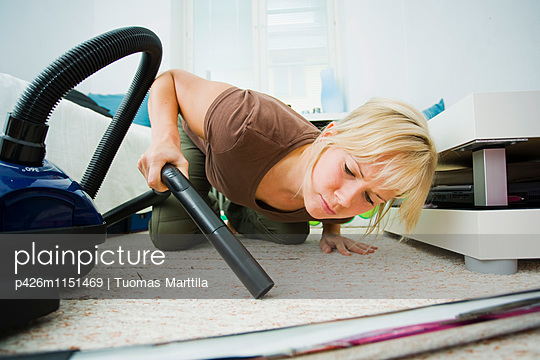 Woman lying on the floor - p426m1151469 by Tuomas Marttila