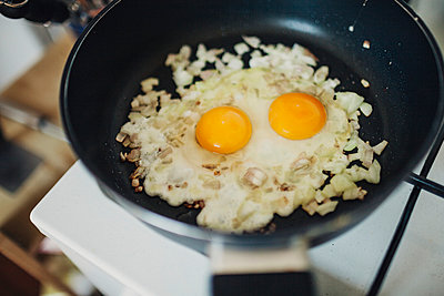 Eggs with onions in pan - p1184m963219 by brabanski
