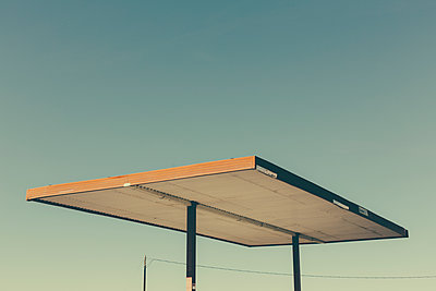 Detail of roof shelter from abandoned gas station, Nevada, USA. - p1100m1220560 by Mint Images