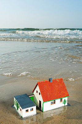 Model-house in the surf - p1132m925486 by Mischa Keijser