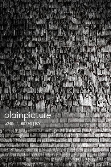 Alte Holzschindeln - p248m1165796 von BY