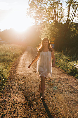 Barefoot of the road - p1507m2167927 by Emma Grann