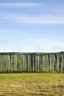 Wooden fence - p836m916636 by Benjamin Rondel