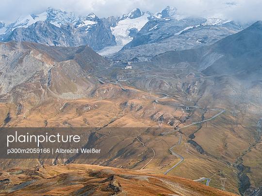 Border region Italy Switzerland, mountain landscape at Piz Umbrail - p300m2059166 by Albrecht Weißer