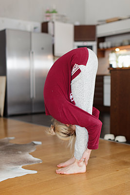 Teenage girl practicing yoga - p312m2078537 by Christina Strehlow