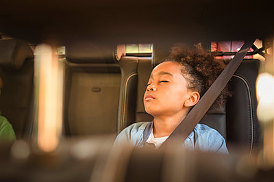 Tired girl sleeping in electric car - p426m2072453 by Maskot