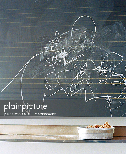 Scribbling on blackboard - p1629m2211315 by martinameier.ch