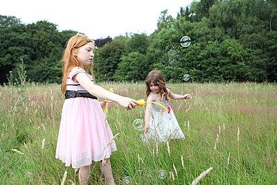Seifenblasen - p045m944667 von Jasmin Sander