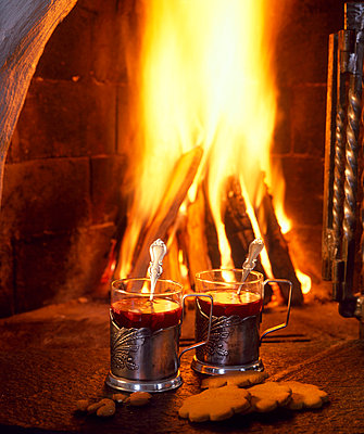 Spiced wines and fireplace - p3221076 by matti kolho
