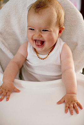 Fröhliches Baby - p5672178 von Greg Conraux