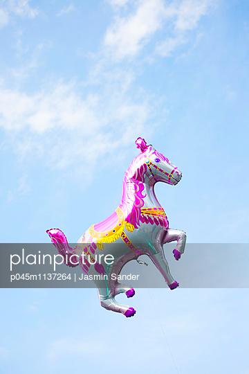 Pferd im Himmel - p045m1137264 von Jasmin Sander