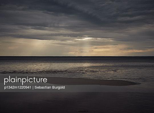 Twilight at the seaside - p1342m1220941 by Sebastian Burgold