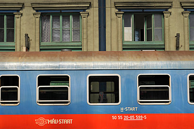 Train parked at station, Budapest, Hungary - p1072m957301 by Saturno Dona